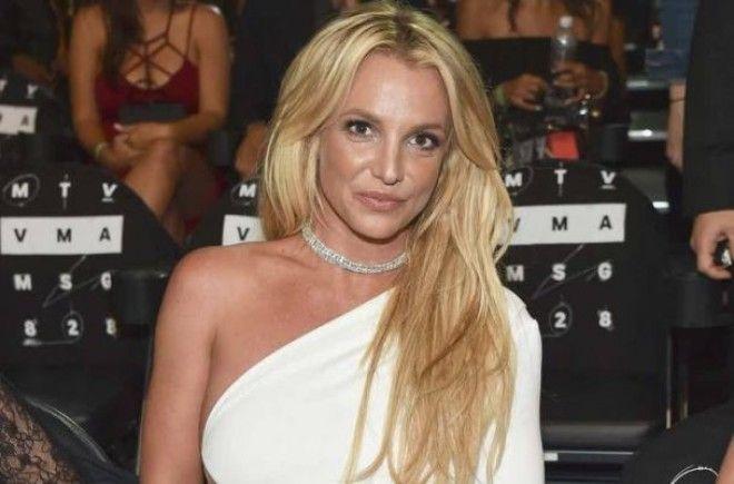У Бритни было 25 бойфрендов. Под прицелами камер певица переживала множество взлетов и падений: как
