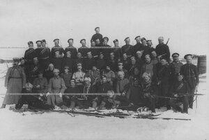Группа офицеров и солдат полка, проходящих учения при I-ой Петербургской императора Александра III  бригаде отдельного корпуса пограничной стражи.