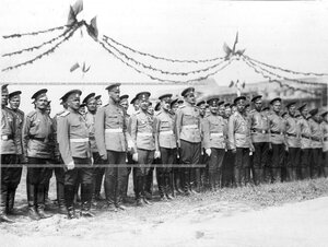 Офицеры и солдаты  3-го стрелкового полка в строю во время закладки новой казармы полка.