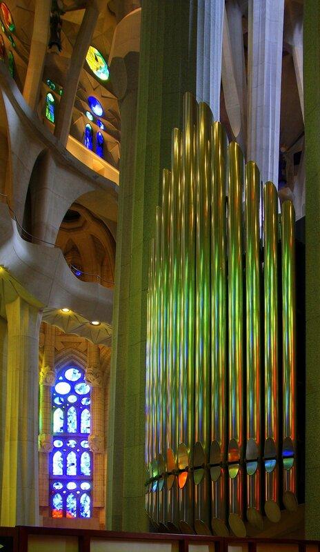Радужный орган в Sagrada família