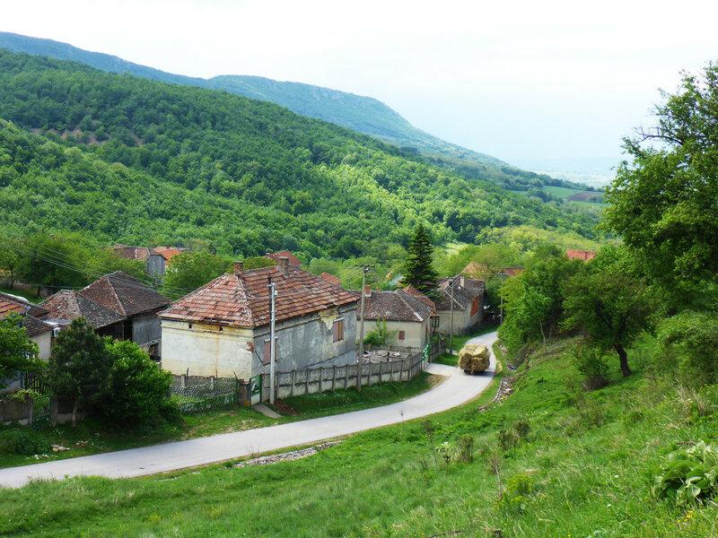 пейзаж деревня донья мутница и горы в сербии