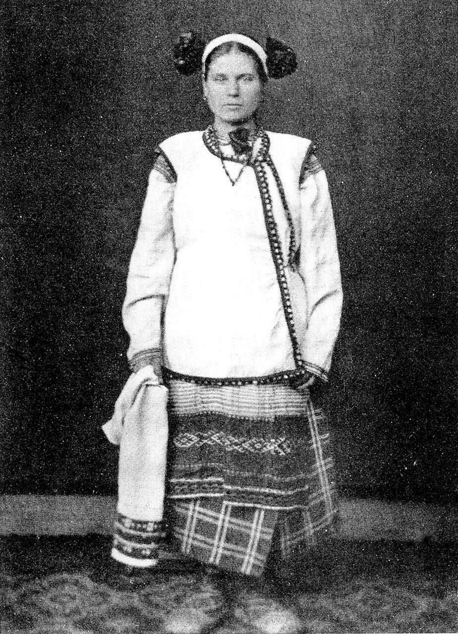Крестьянка в праздничном костюме. Смоленская губ. 1878 г.