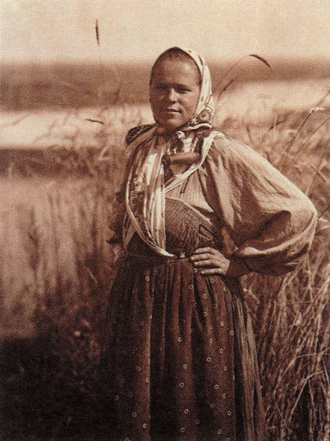 Жница. Фото С.А. Лобовикова. 1914-1916 гг.
