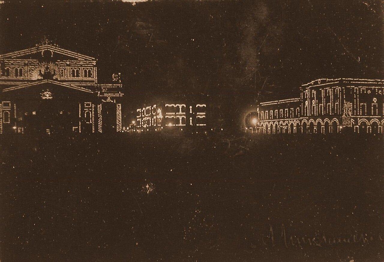 Вид празднично украшенных к торжествам коронации зданий на Театральной площади; слева - здание Большого театра (ночная иллюминация)