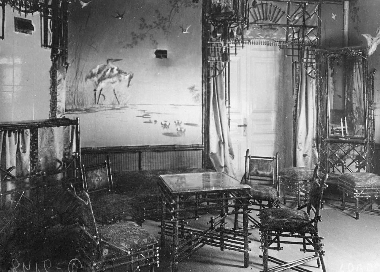 05. Комната ожидания с бамбуковой мебелью, отделанная в псевдо-китайском стиле