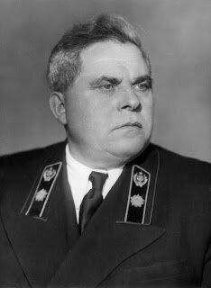 Бессменный с 1938 годаглава Наркомфина, а потом и министр финансов Арсений Григорьевич Зверев(1900—1969), не согласившись с планом реформы, ушел 16 мая 1960 года с поста главы Минфина.