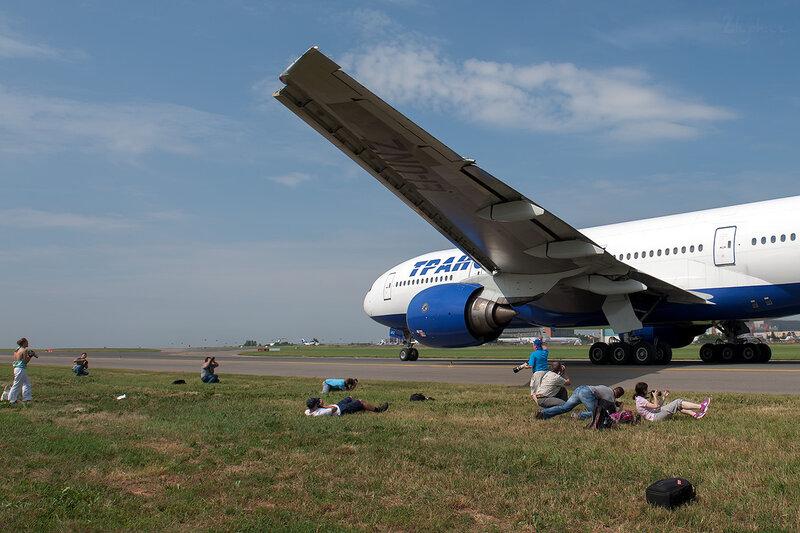 Boeing 777-222 (EI-UNZ) Трансаэро D707092