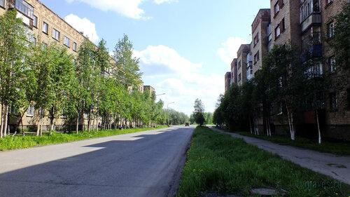 Фото города Инта №4861  Улица Воркутинская в южном направлении в районе дома 3 24.06.2013_12:55