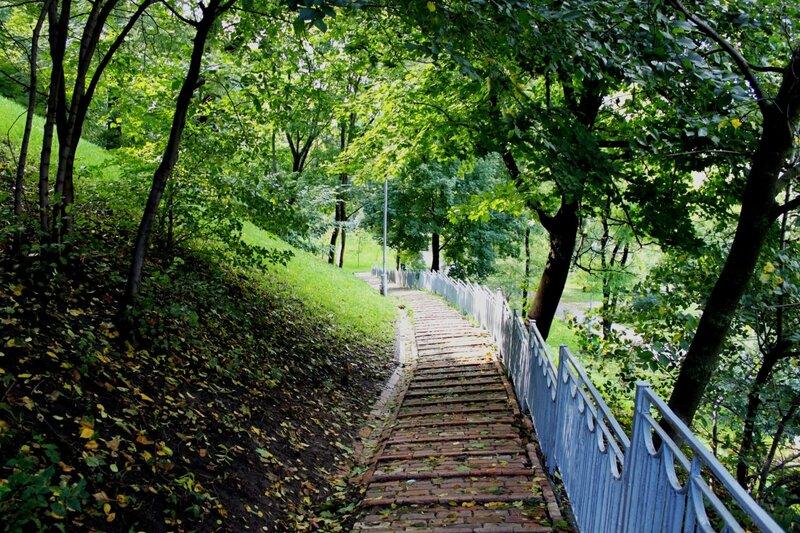 Дорожка к нижней террасе Владимирской горки