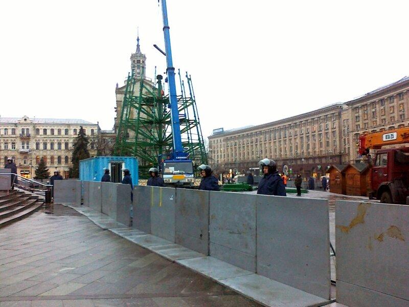 Ограда вокруг главной елки Киева