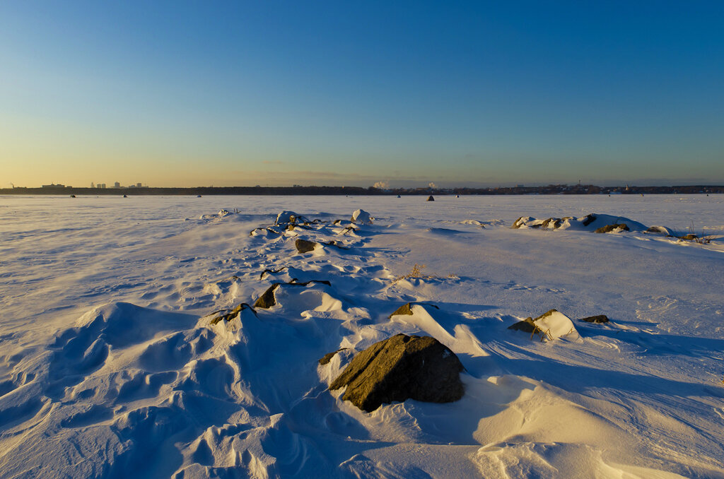 "На этом ""пирсе"" летом не протолкнуться. Пример съемки зимнего пейзажа на зеркальную камеру Nikon D5100 с объективом Nikon 17-55mm f/2.8G."