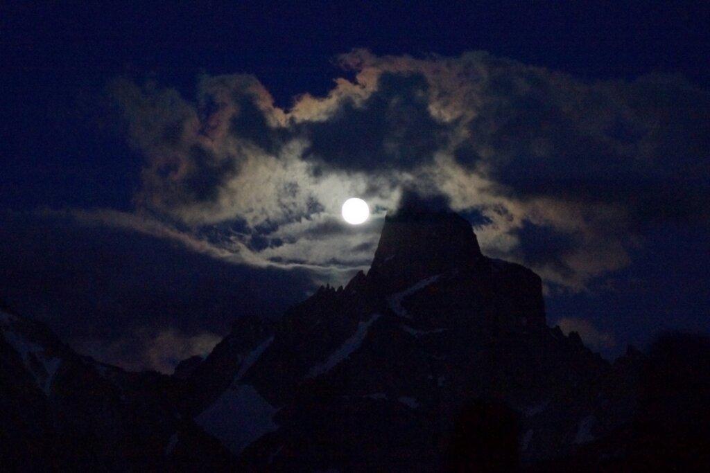 Кавказская Луна