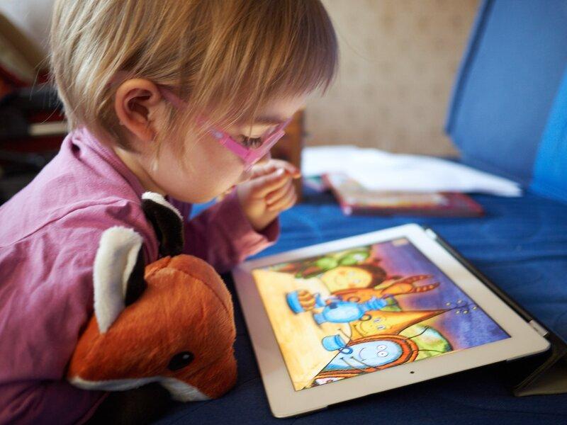 Четверть отцов используют планшет для успокоения ребёнка