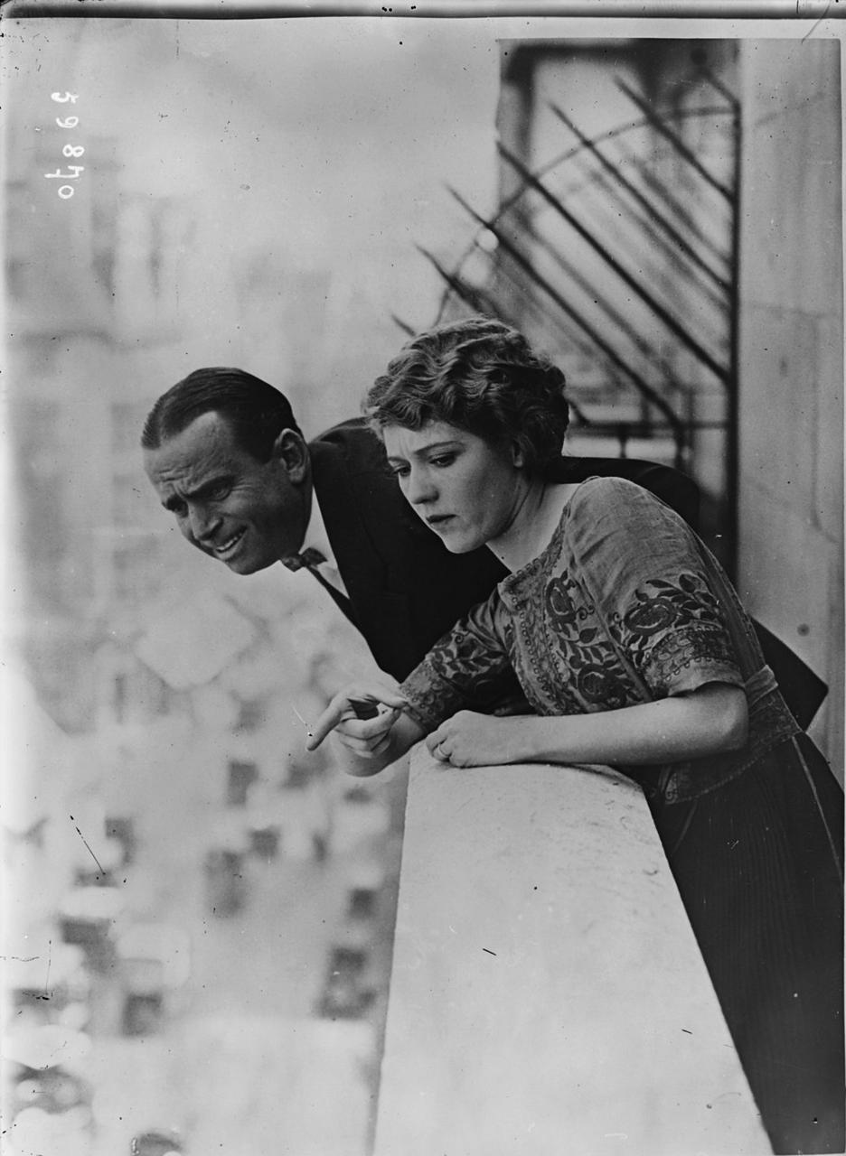1920, июнь. Мэри Пикфорд и Дуглас Фэрбенкс в Лондоне во время медового месяца в Европе