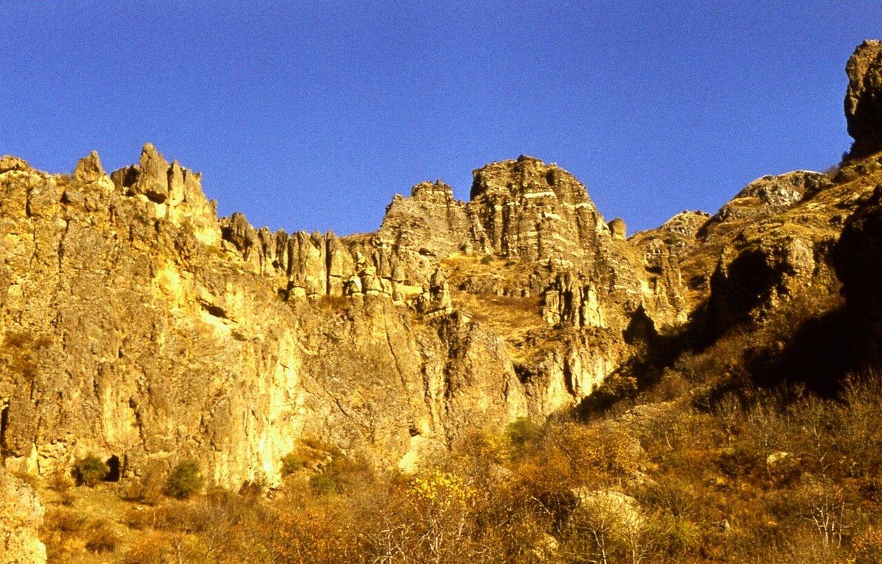 2.  Солнечные горы.