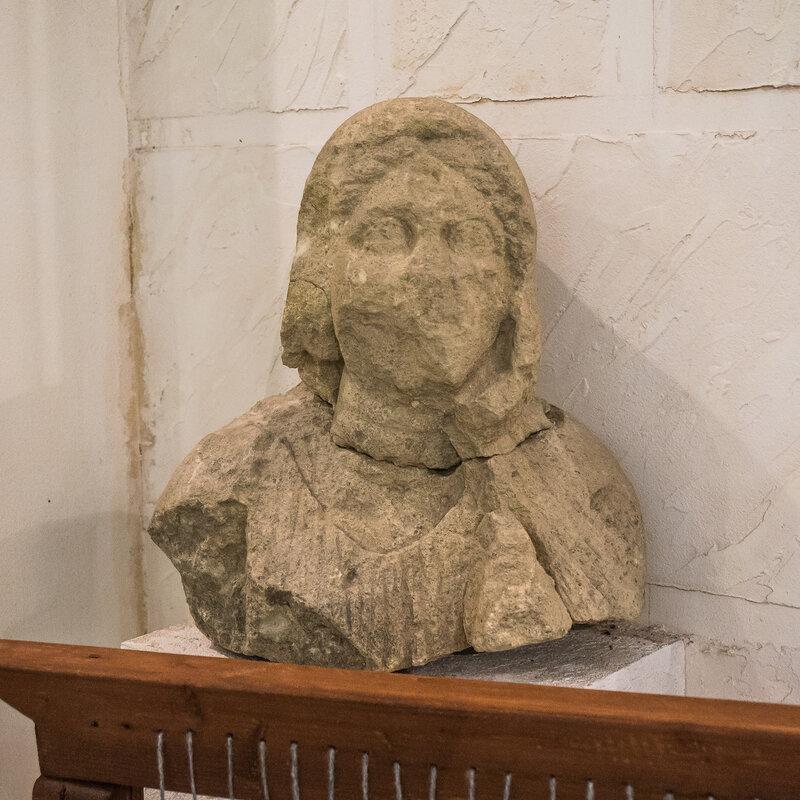 Фрагмент скульптуры, известняк