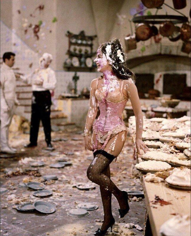 Натали Вуд после сцены драки тортами, 1965 год