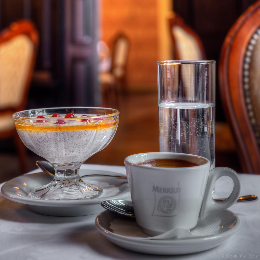 Мусс с ликером Vana Tallinn и двойной эспрессо. Ресторан замка Алатскиви, Эстония