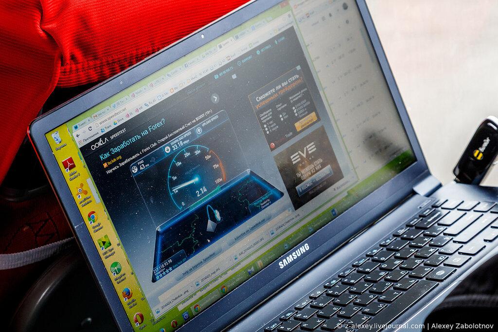Алексей Бойко замерял скорость на своем ноутбуке внутри автобуса