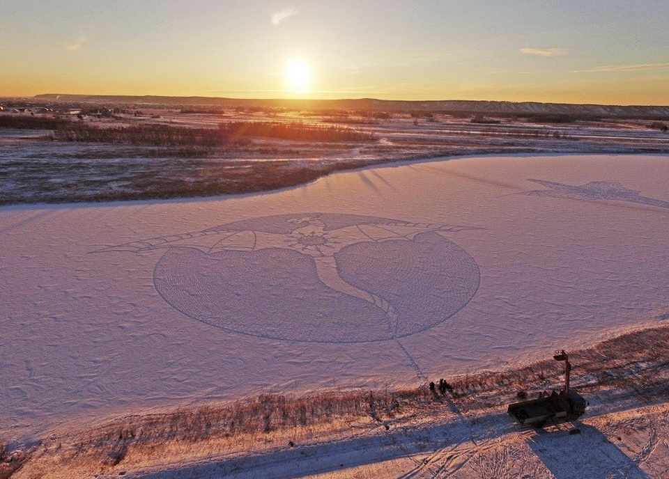 Гигантские рисунки на снегу