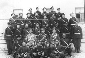 Группа казаков-трубачей с офицерами полка .