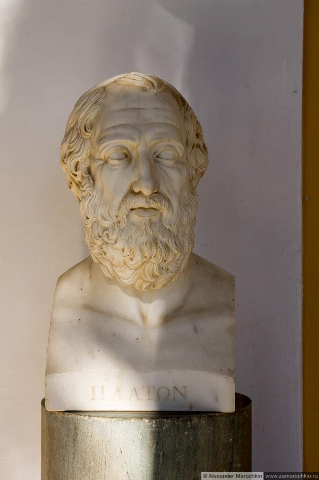 Скульптурный портрет Платона во дворце Ахиллеон