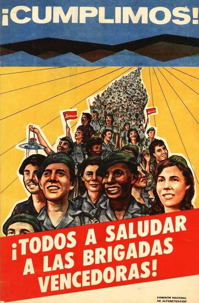 Мы следуем правильным путем! Приветствуйте этих молодежных посланцев (плакат Комитета народного образования Кубы)