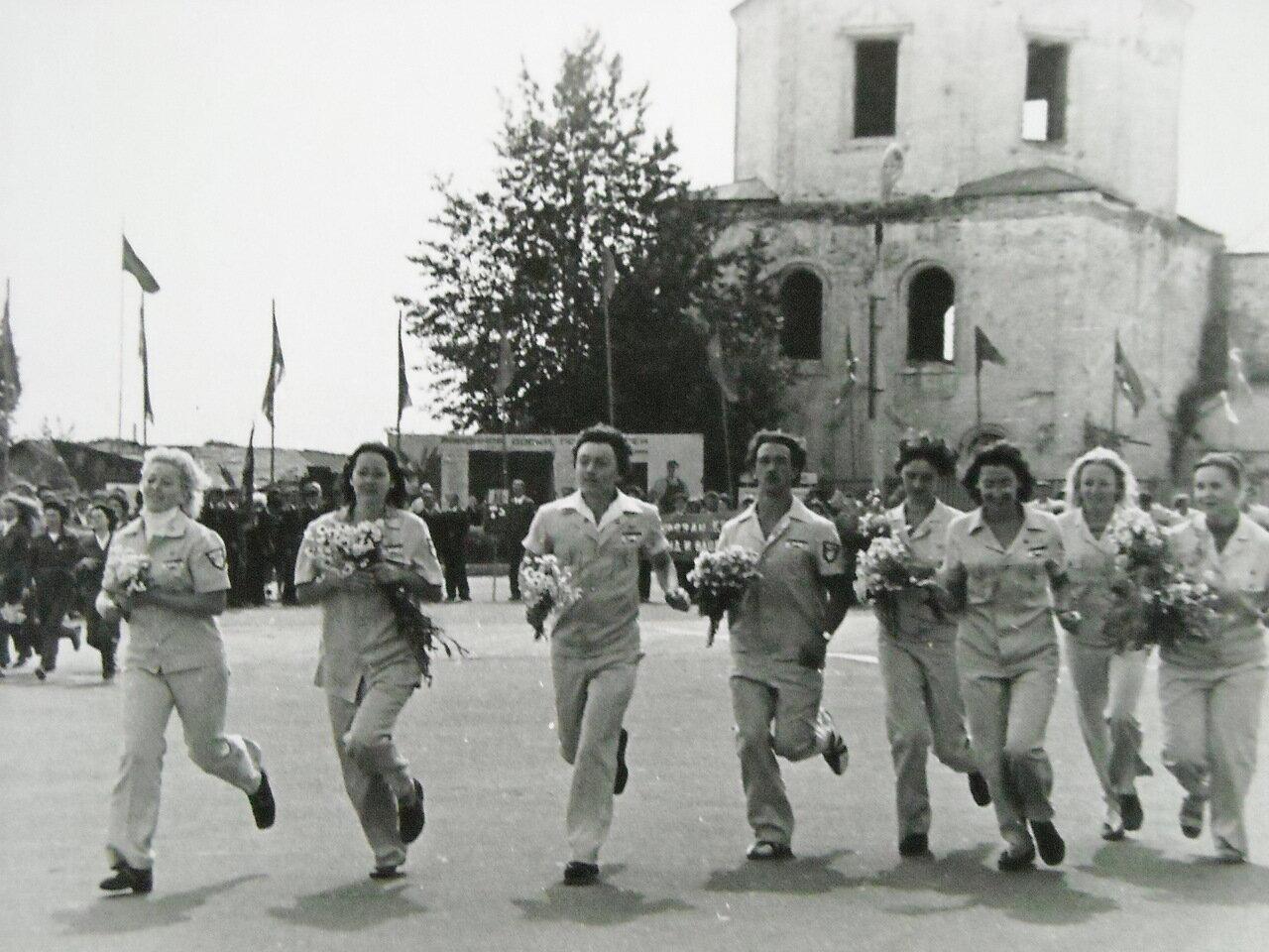 Цветы Гагарину.