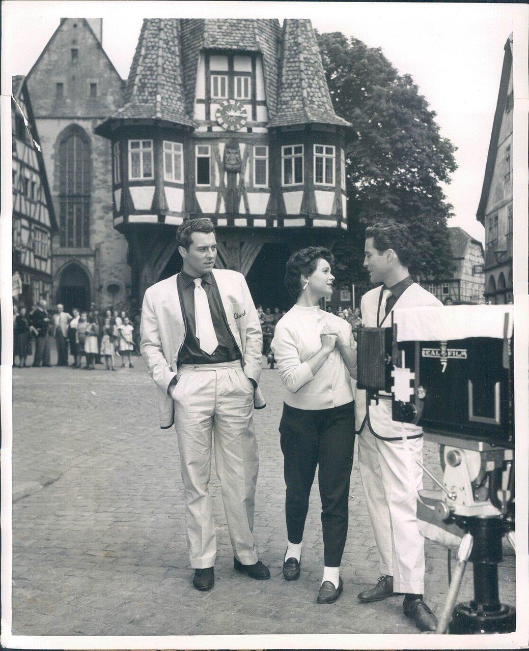 1954. Дети Чаплина Сидни и Паола