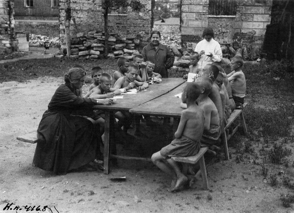 1925. Занятия с бывшими беспризорниками. Москва