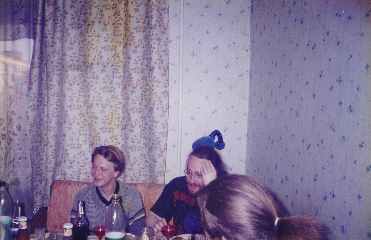 1999. Прощальная вечеринка перед отъездом. Рядом со мной Алексей Рыбаков («Рыба») из «Млечного пути»