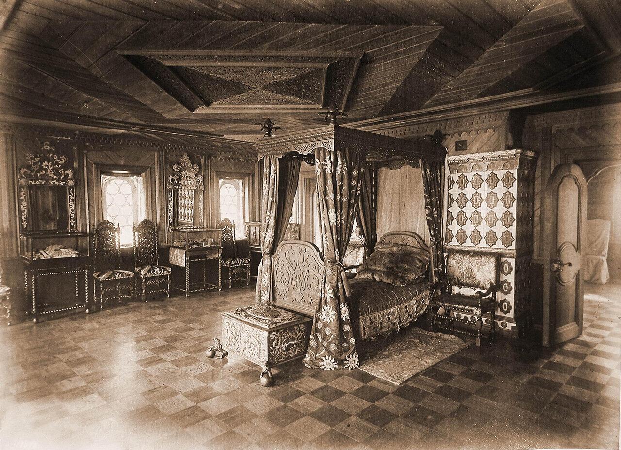 Вид опочивальни царя Михаила Федоровича в Романовском дворце