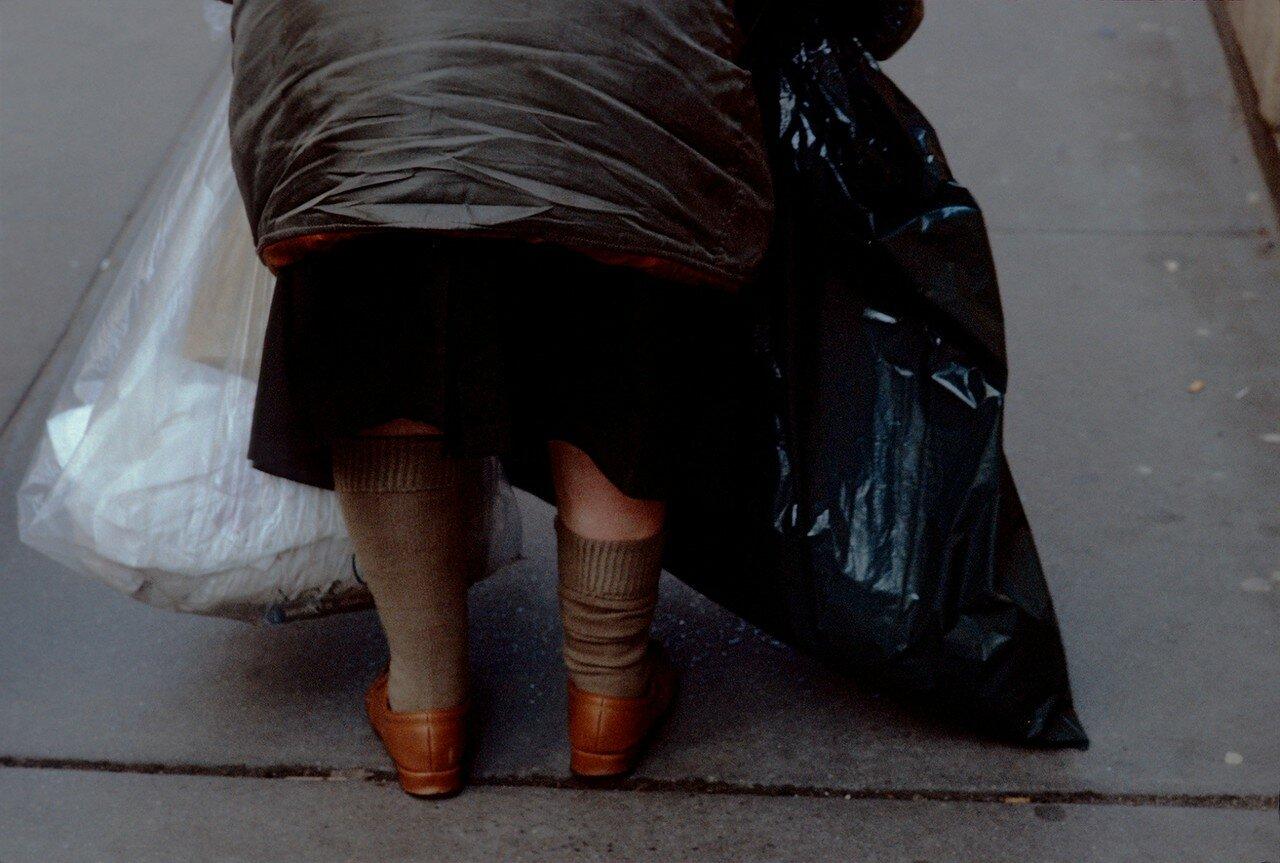 1983. Женщина с мешками для мусора