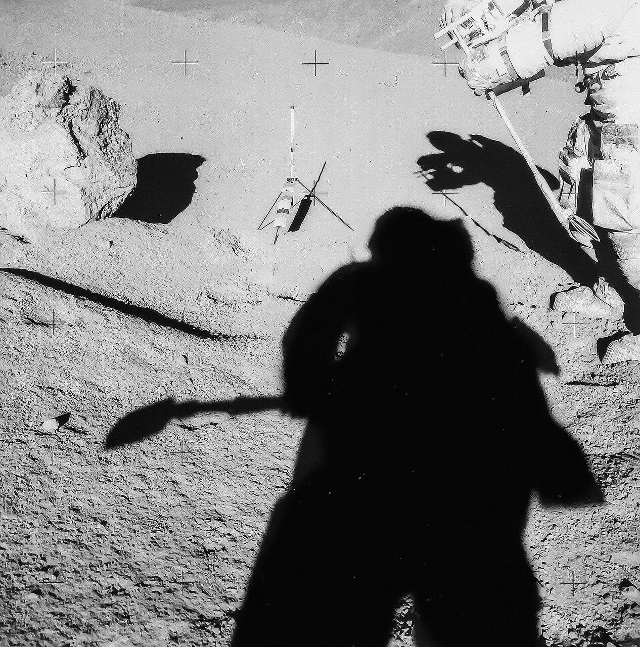 После этого Скотт и Ирвин сделали ещё 7 фотографий уже перевёрнутого валуна. Виды, открывавшиеся с места второй остановки (Станция 2) на склонах горы Хэдли Дельта, впечатляли. Благодаря телекамере, любоваться ими могли и на Земле