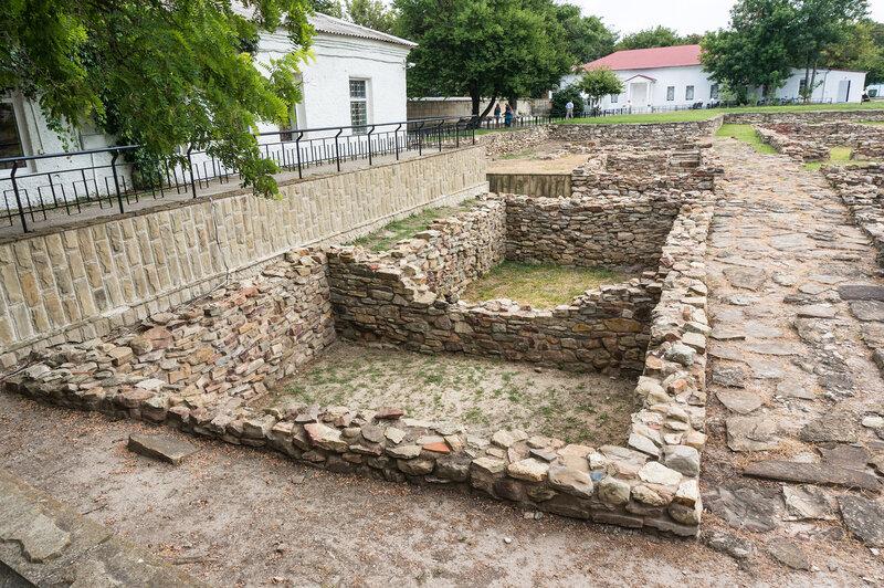 Остатки фундаментов древнего античного города Горгиппия