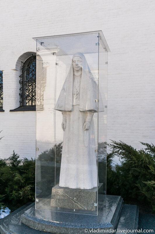 Памятник великой княгине Елизавете Федоровне. 1996 г.