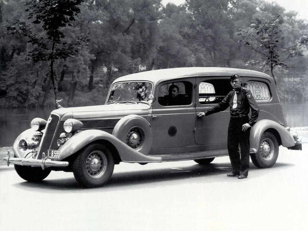Studebaker President Samaritan Ambulance by Superior (Series 1C) '1935.jpg