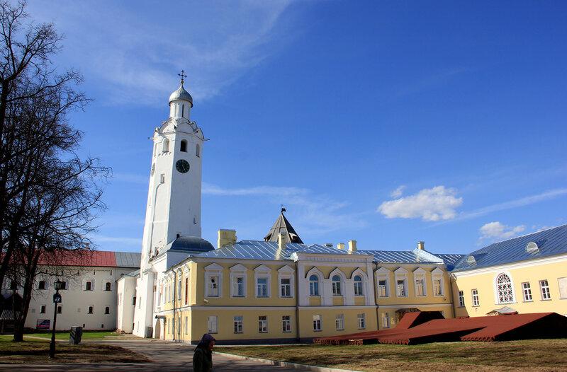 Картинки по запросу постройки владычного двора и малого владычного дворца описание