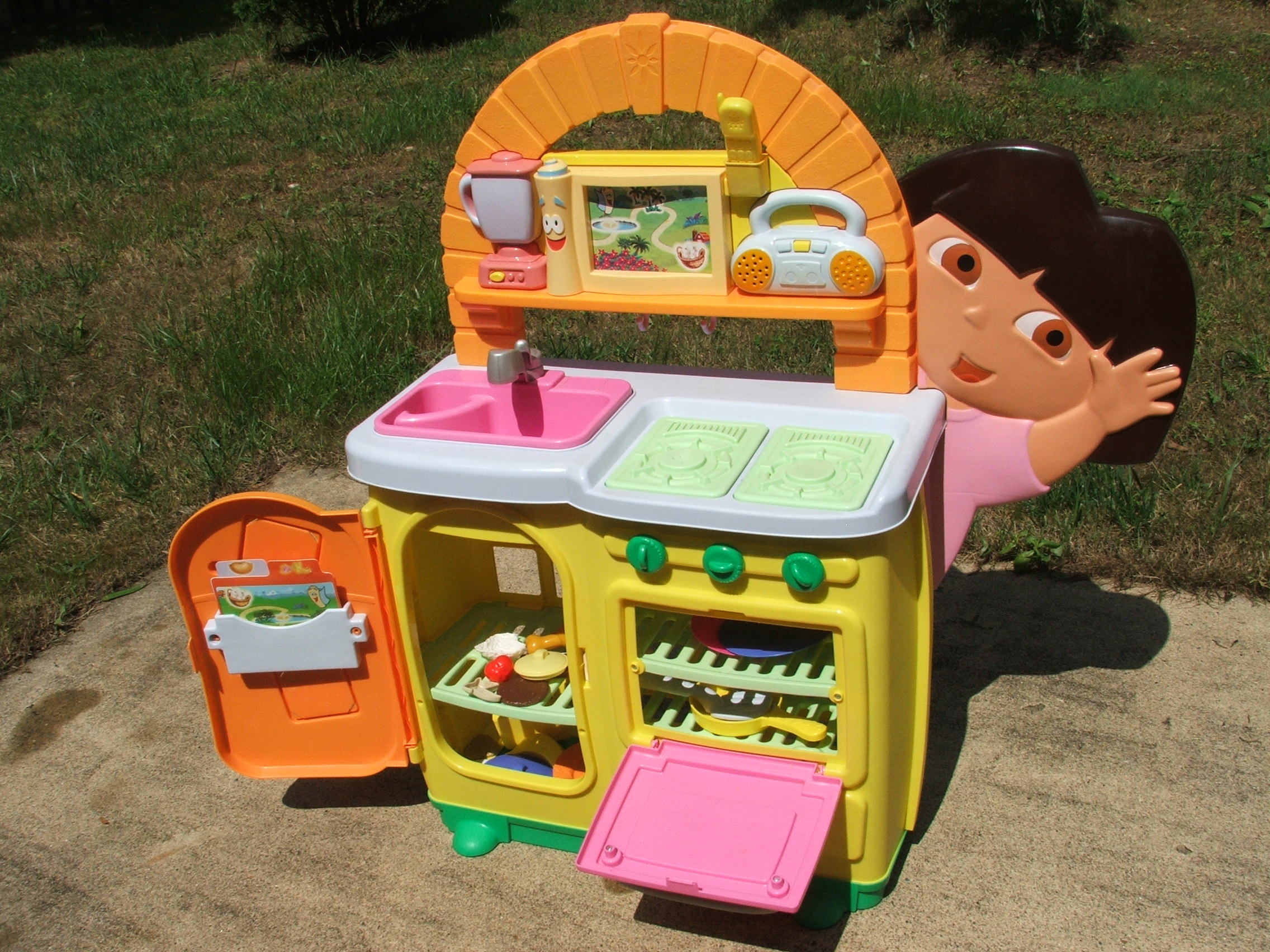 b5f1038f9 Dora The Explorer Cooking Adventure Kitchen Play Set Activity Sets ...