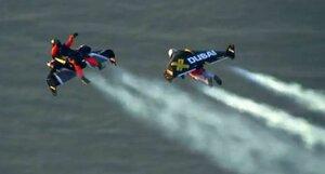 Пилоты ранцевых самолётов в небе над Дубаем