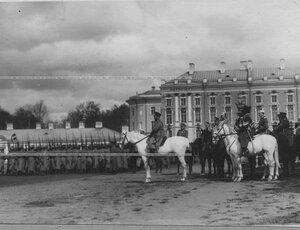 Император Николай II на смотру молодых солдат полка призыва 1912 года.