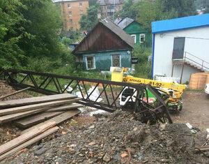 В результате оползня во Владивостоке подпорной стеной смыта опора ЛЭП