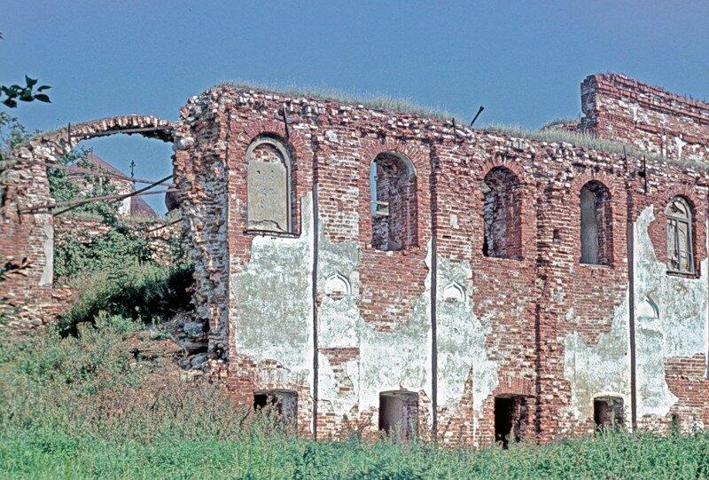 Трапезная церковь Хутынского монастыря близ Новгорода.