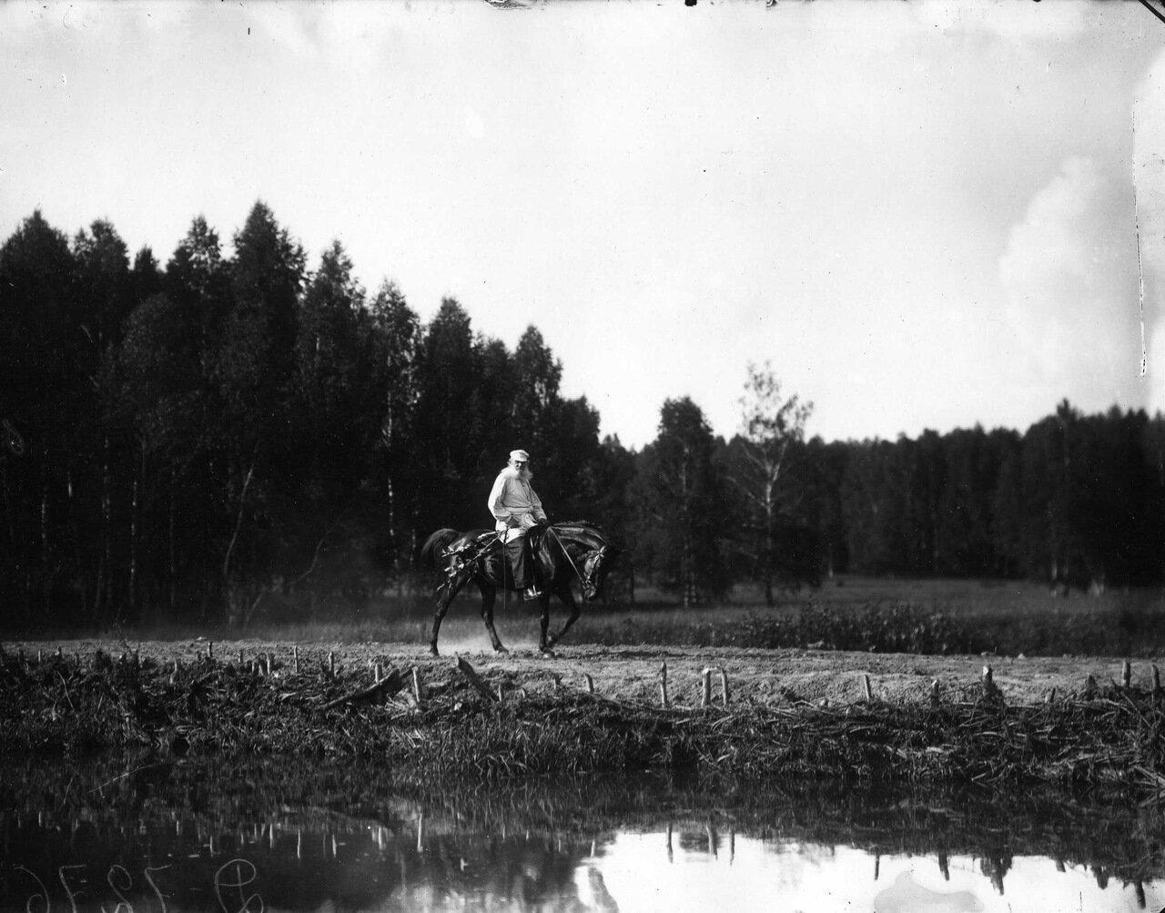 Л. Толстой на Демире.Ясная Поляна 1908 г.