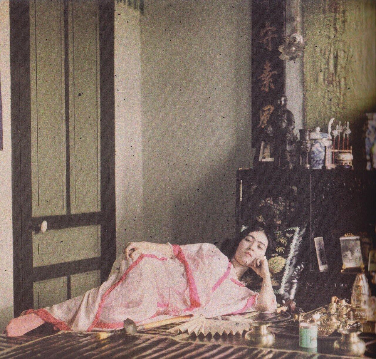Курильщица опиума. 1915