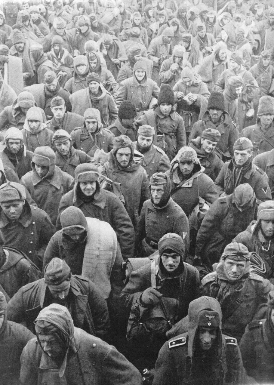 1943. Сталинград, колонна немецких, румынских и итальянских военнопленных