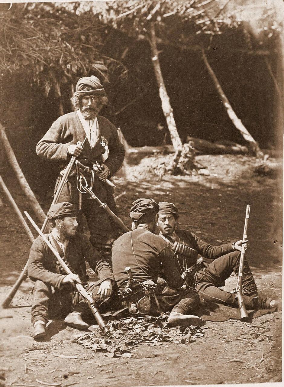 Гурийцы-проводники в походном лагере