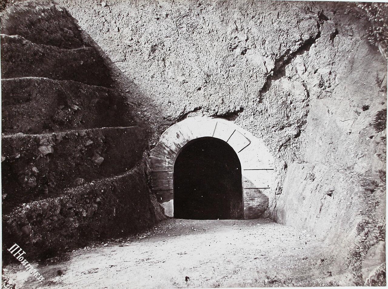 17.  Вход в туннель имени императора Александра III через мыс «Жонкиер»