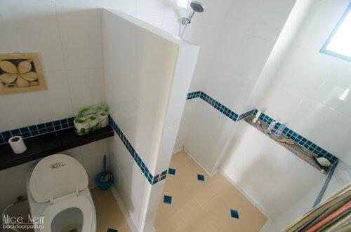 Душ-туалет.