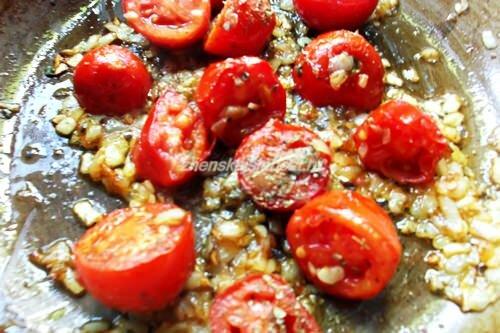 помидоры с луком и чесноком